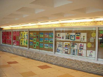 Im Schulgebäude Ballerstaedtweg