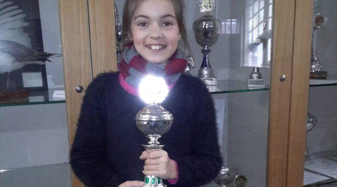 Milana aus der 3c ist Hamburger Vizemeisterin im Schach